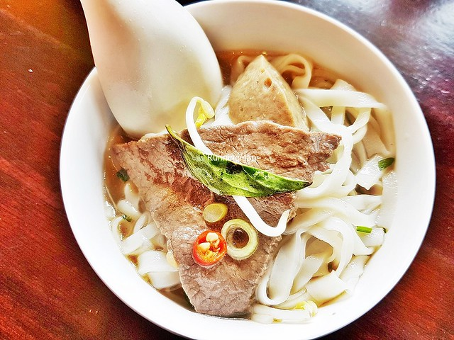 Pho Noodle Soup With Sliced Rare Beef & Beef Meat Balls