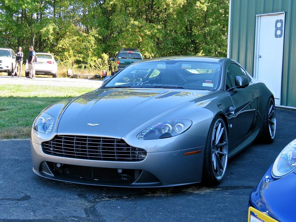 Stanced Aston Martin V8 Vantage 3