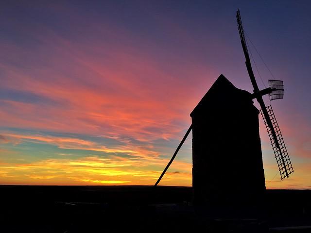 Atardecer en los molinos de viento de Belmonte (Castilla-La Mancha)