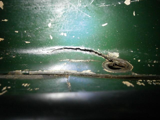 kickstand floor cracks
