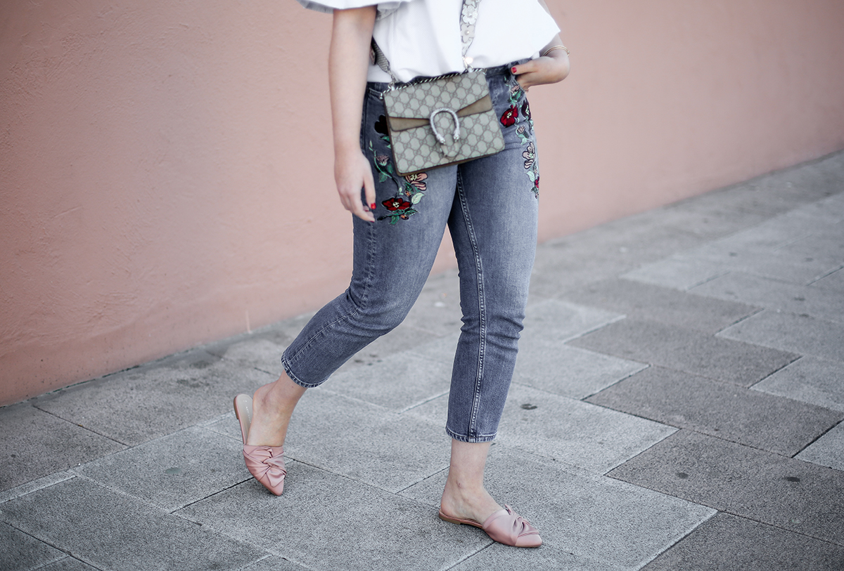 embroidered-jeans-topshop-knot-slippers-new-look-dionysus-off-shoulder-top-myblueberrynightsblog2