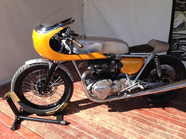 Cafe Racer Monthlery  Guzzi