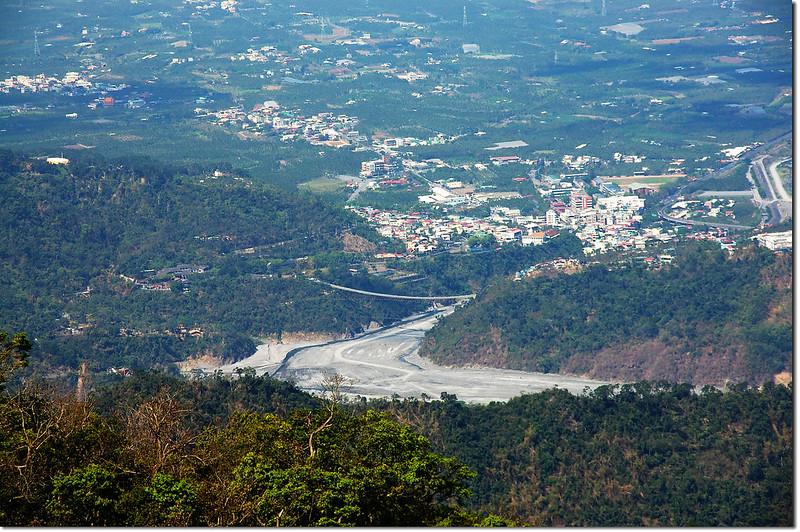 田良井步道俯瞰山川琉璃吊橋及水門北葉社區