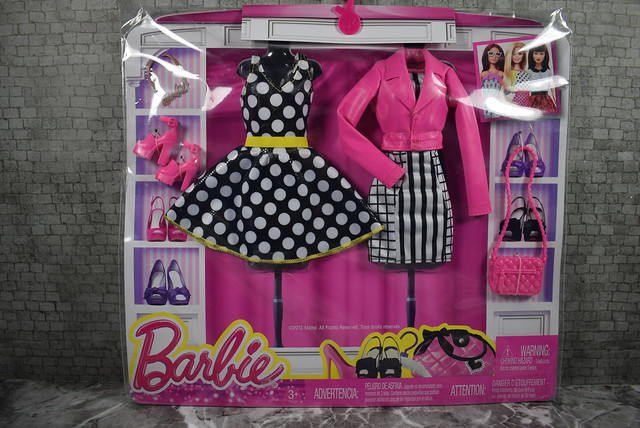 2015 Barbie Fashion DMP29 (1)