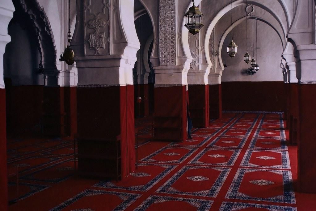 Photo de l'Intérieur d'une mosquée de Marrakech - interdite à la visite aux non-musulmans, d'où l'intérêt de la photo.