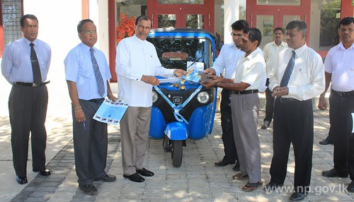 Governor donated Three-Wheeler to a differently abled university student – 07 April 2014