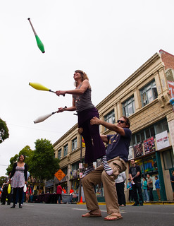 Acrojuggling at Sundays on Telegraph | by Tom Holub