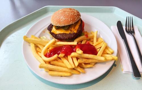 Bacon Chili Cheeseburger & Pommes Frites