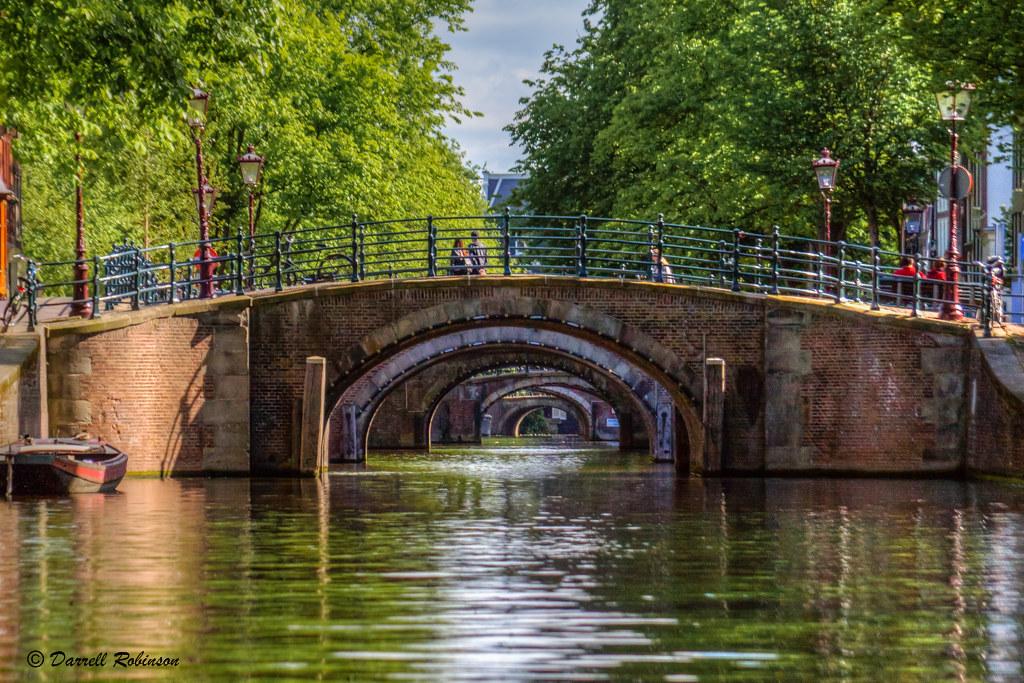 Seven bridges of the reguliersgracht the famous seven for Design bridge amsterdam