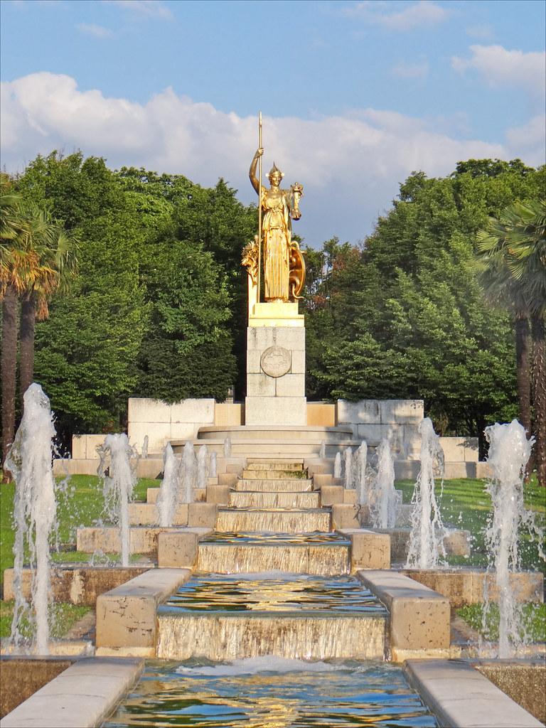 Statue la france apportant la paix et la prosp rit aux c for Porte in english