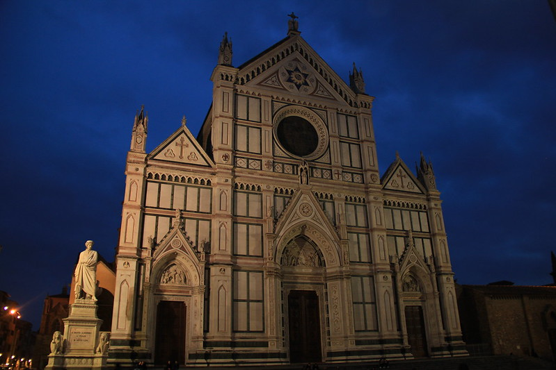 Basilica di Santa Croce at night