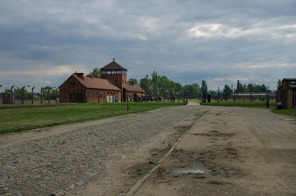 campo de concentracion de auschwitz   diego delgado lozano   flickr