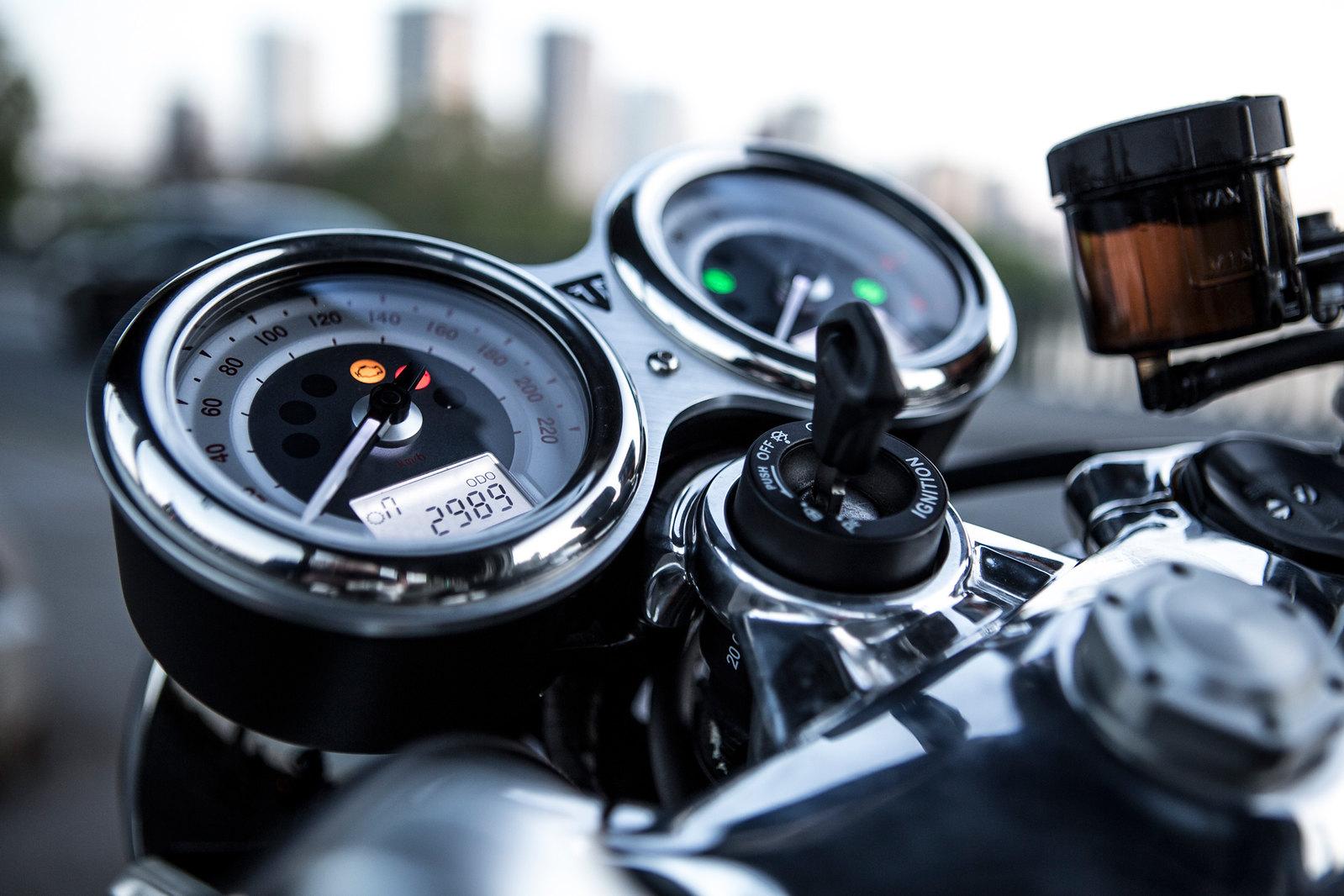 Essai-moto-Triumph-ThruxtonR (3)
