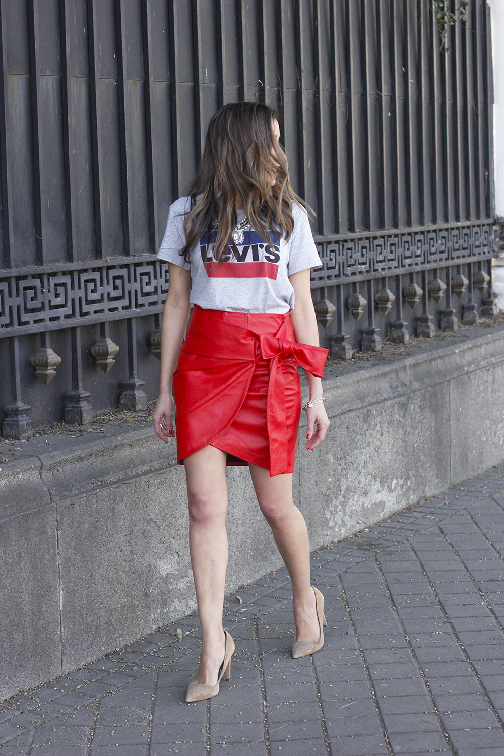 red leather skirt uterqüe Levi's T-Shirt nude heels outfit style fashion spring14