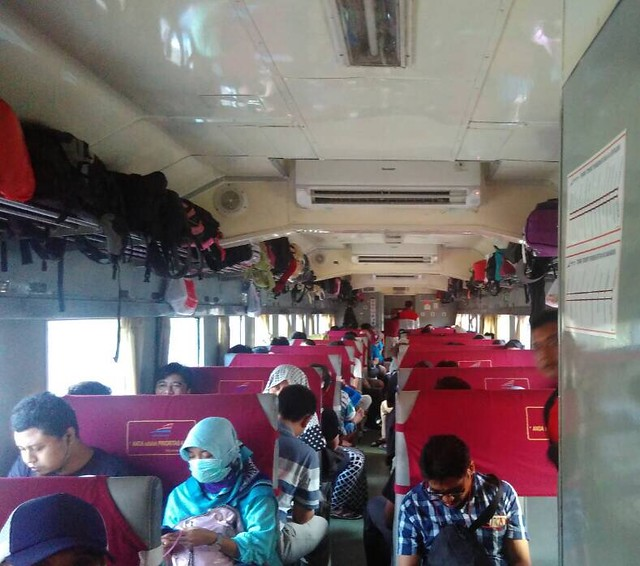 Gerbong  kereta api kelas ekonomi
