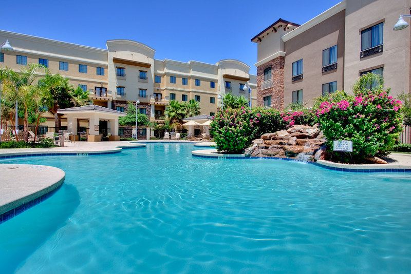 holiday-inn-blue-pool