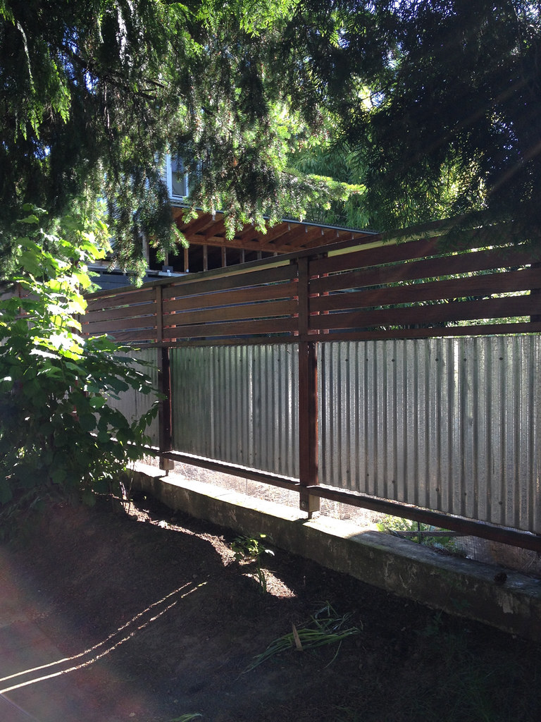 Garden Fences Front Yard Gardens Using Corrugated