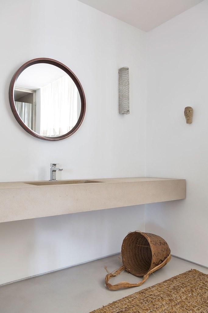 Apartment art in São Paulo by Brazilian architect Felipe Hess Sundeno_13