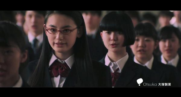 【動画】ポカリスエットCM「踊る始業式」篇が公開!八木莉可子と300人がガチダンス!