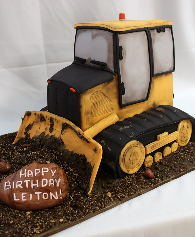 Bulldozer Cake Custom Cake Amazing Sculpted Bulldozer Di Flickr