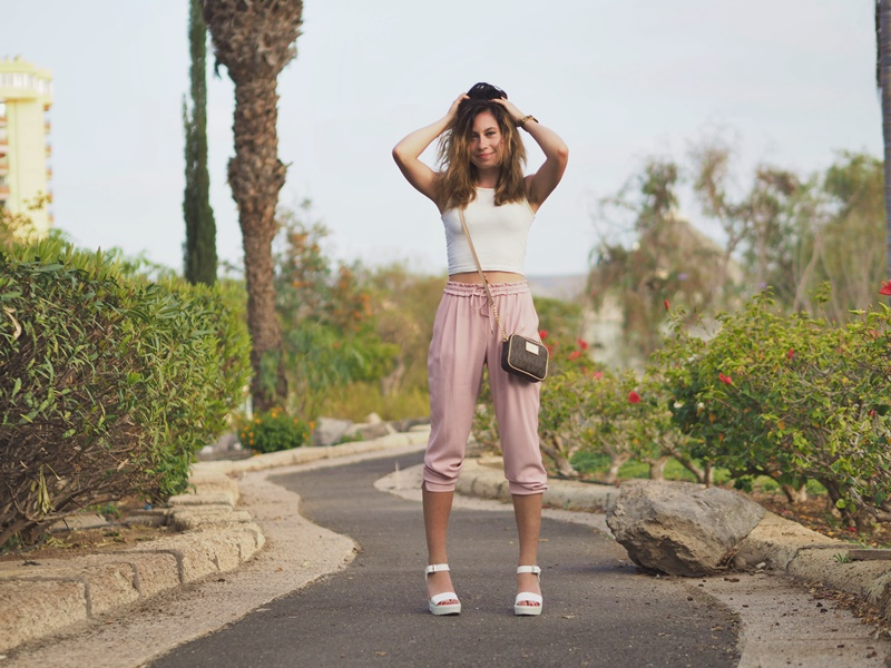 nude-pink-light-outfit