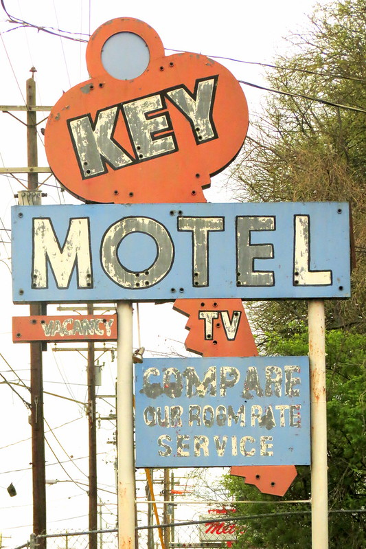 Key Motel neon sign - Nashville