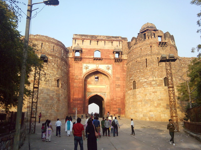 Bada Darwaza, main entrance to Purana Qila