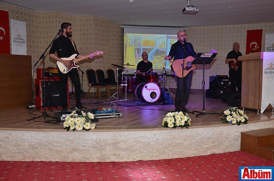 Shaman's Band, geceye renk kattı.