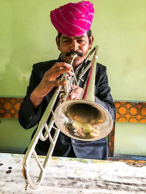 A trombone player, Jodhpur, India ジョードプル トロンボーン奏者が演奏してくれた