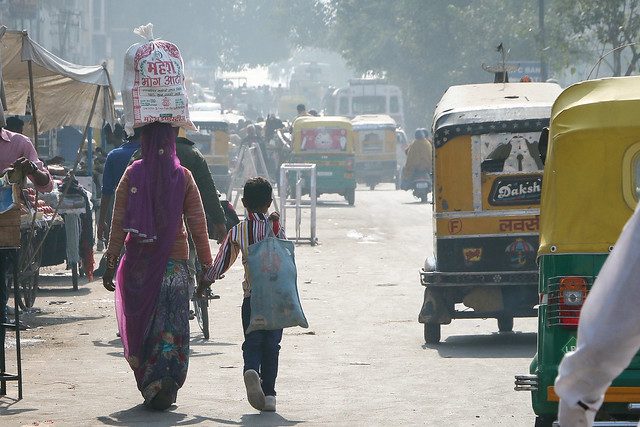 Street in Jodhpur, India ジョードプルの大通り