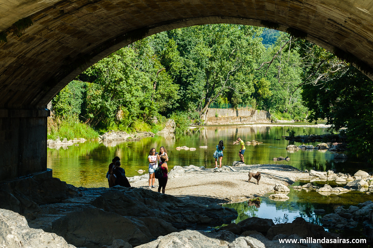 Entorno del puente romano sobre el río Sella