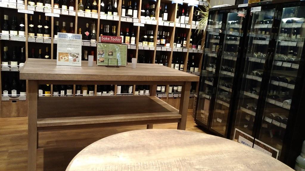 「恵比寿君島屋」ワインコーナーとバースペース