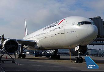 Air France B777-300ER gate CDG (RD)