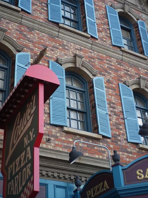 Loui's N.Y. Pizza Parlor (GXR Mount A12 + Color-Skopar 35mm F2.5 PII)