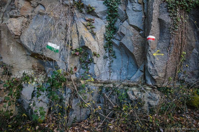 Señales de senderos volviendo a l'Esquirol desde La Foradada