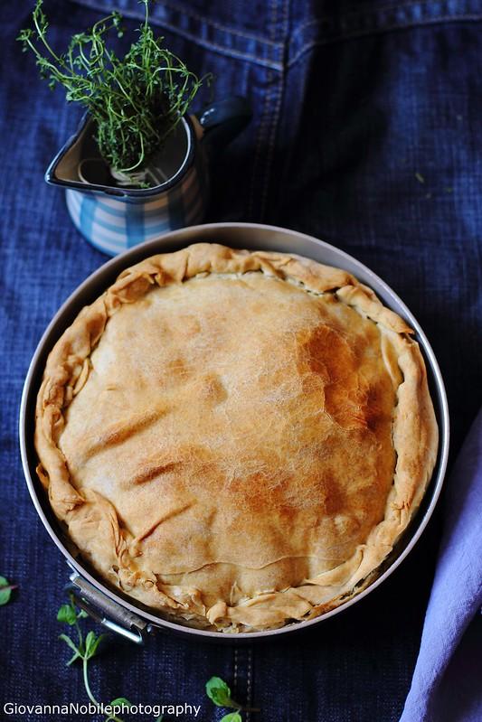 Ricetta della torta pasqualina con ricotta di pecora e carciofi mammole