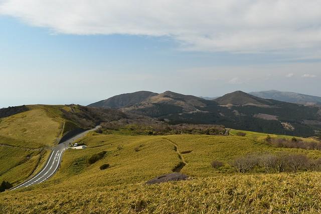 仁科峠展望台からの歩いてきた伊豆稜線歩道の展望
