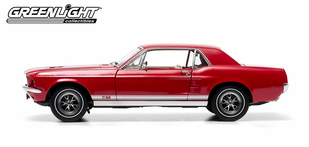 50842 1 18 Triple 9 1967 Ford Mustang Candy Apple Re