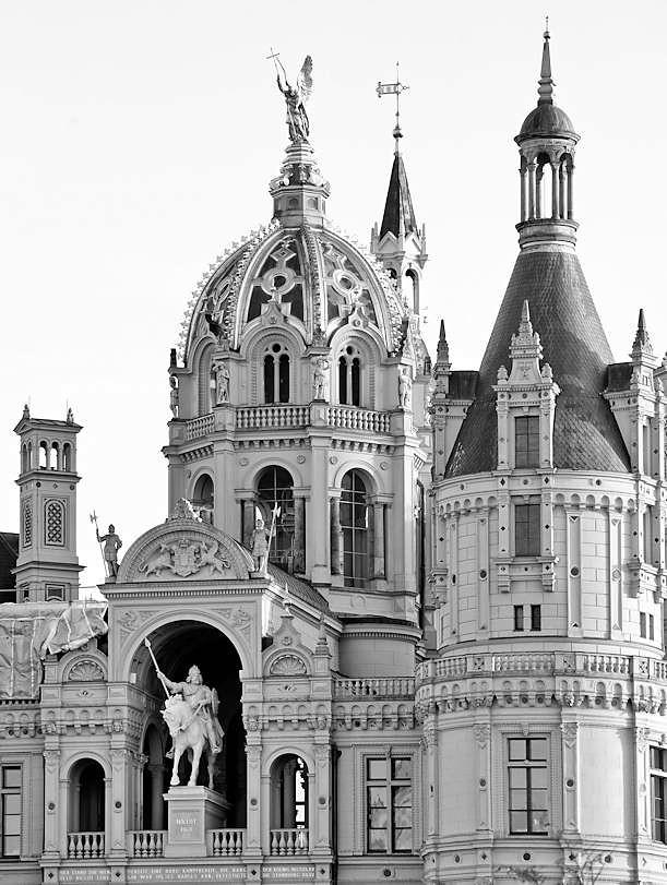 4247 kuppel t rme schweriner schloss baustil romantisch for Architektur romantik
