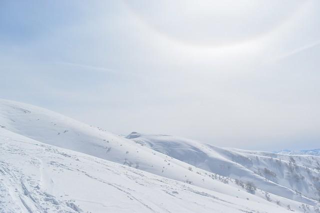 守門岳の雪景色と太陽の虹
