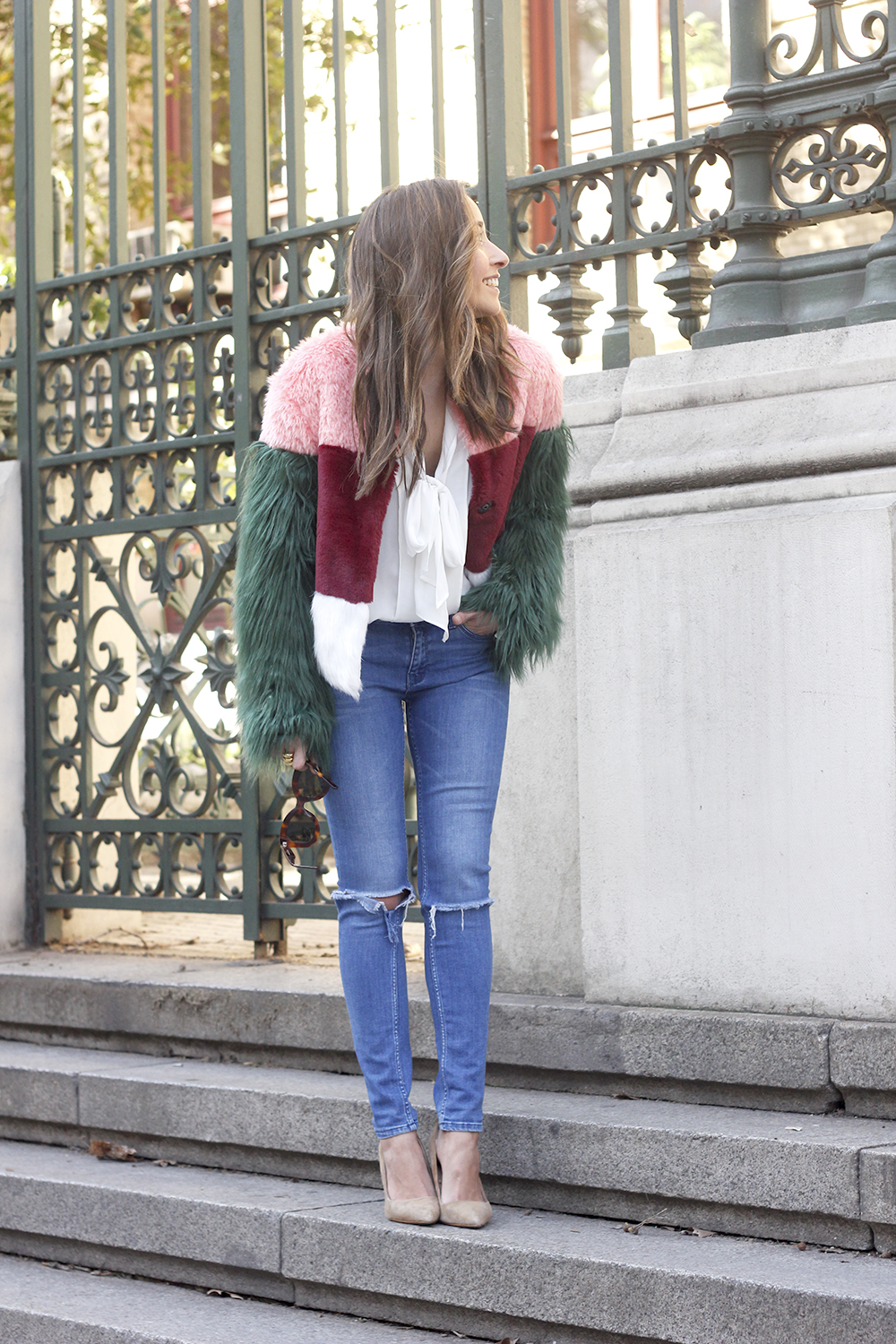 Faur fux coat white shirt ripped jeans heels street style fashion outfit access03