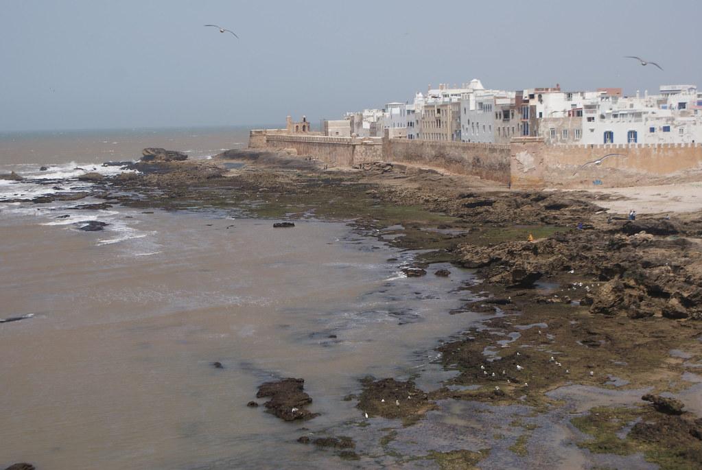 Vue sur la ville fortifiée depuis la Sqala d'Essaouira construite sur l'ordre du Sultan.