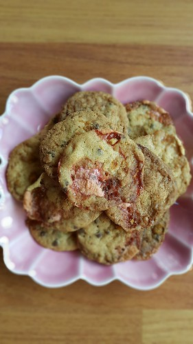 Momofuku cornflake crumb chocolate chips marshmallow cookie | by michtsang