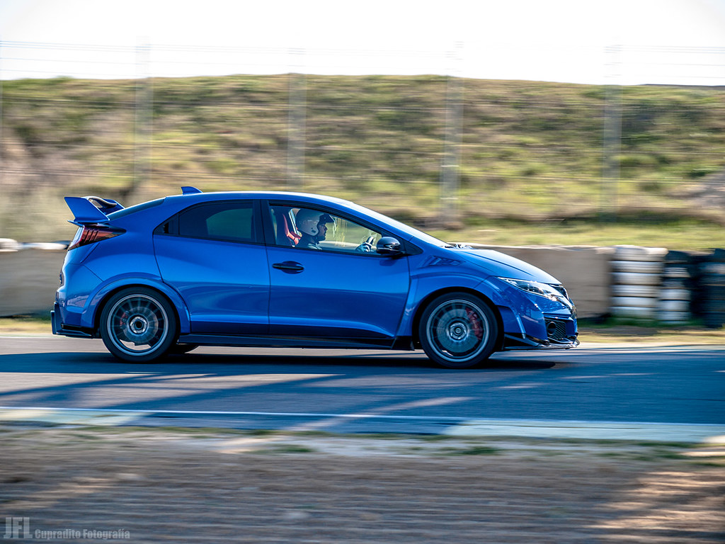 _N082384 - 1-200 seg. en f - 4,4 - 122 mm - ISO 100 - 2017 Honda Civic Type R