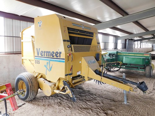 Vermeer 555 big round hay baler | by thornhill3