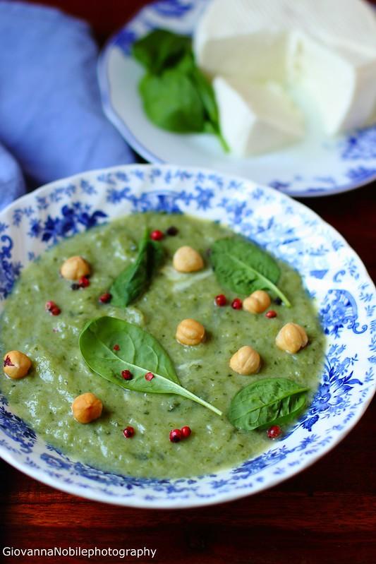 Ricetta della vellutata di asparago di Badoere, spinacini e formaggio fresco