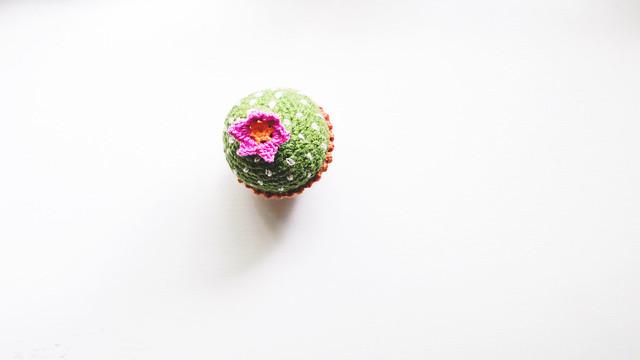 Crochet: Cactus Egg, top