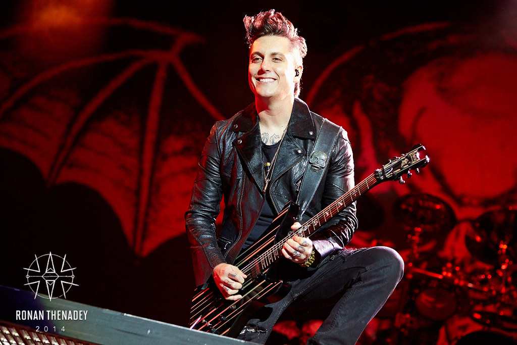 avenged sevenfold synyster gates mainstage 2