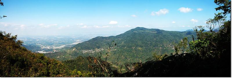田良井山俯瞰三地山及高屏平原