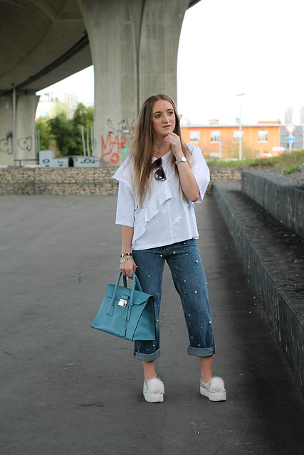 jeans-with-pearls-whole-outfit-wiebkembg
